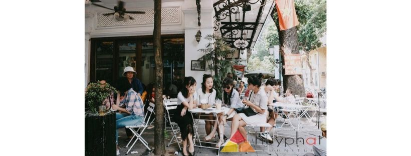 Có Nên Dùng Bàn Gỗ Gấp Để Mở Quán Cafe?