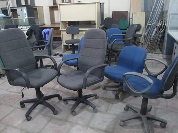 Có nên mua bàn ghế xoay văn phòng thanh lý không?