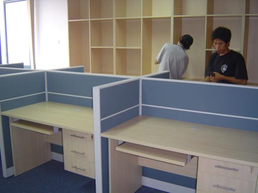 Vách ngăn văn phòng vải nỉ - có nẹp